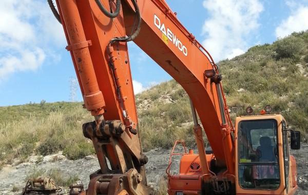 alquiler-excavadoradecadenas-01