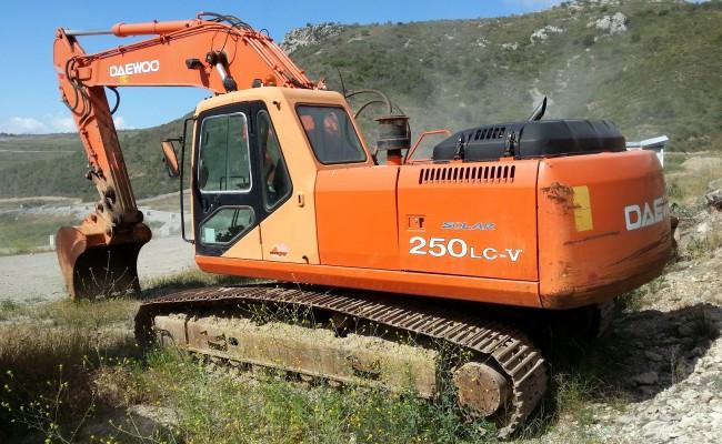 alquiler-excavadoradecadenas-02
